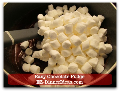 Easy Chocolate Fudge - Stir in marshmallow.