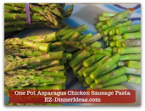 Chicken Sausage Recipe | One Pot Asparagus Chicken Sausage Pasta - Trim the ends of the asparagus and discard.  Then, cut spears into 3 equal parts.