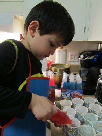 Let your little helper(s) to pour juice into the cups for the first layer