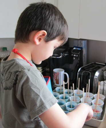 Remove the tape and the stacked cups to let your little helper(s) to complete the recipe