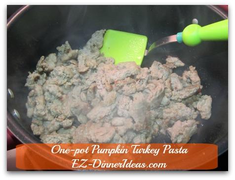 One-pot Pumpkin Turkey Pasta - Brown ground turkey